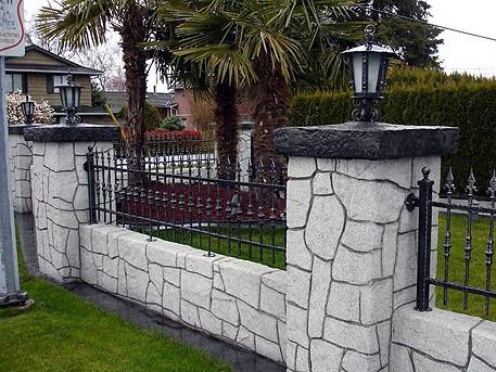 μάντρα κήπου με σταμπωτό τοίχου